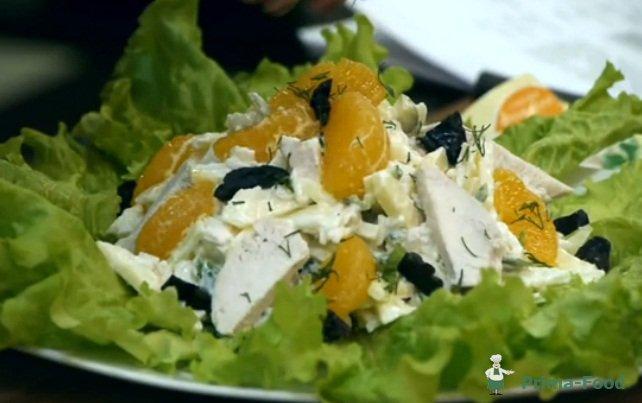Салат с яблок мандарина и чернослива с фото