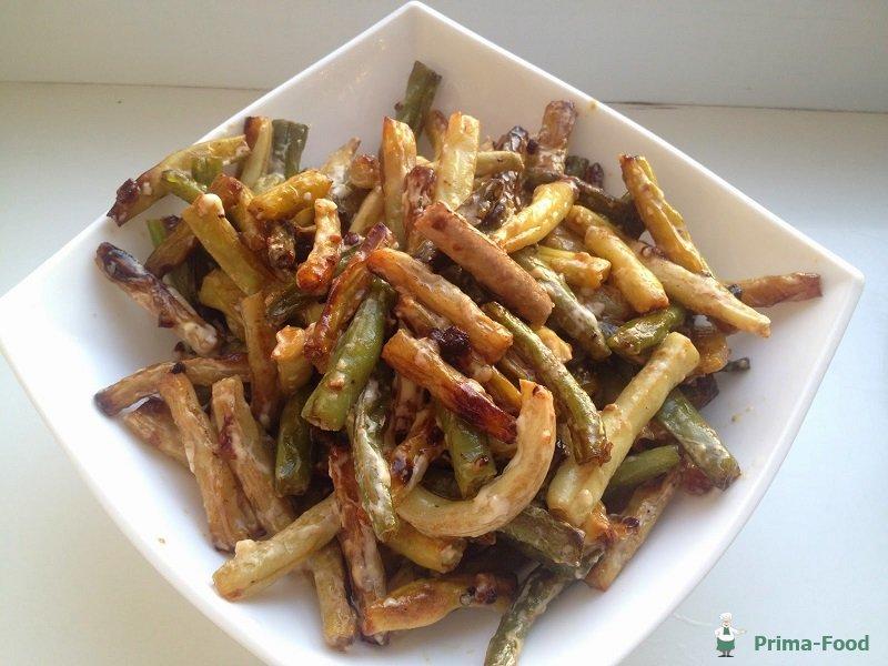 Также вам потребуются: фасоль в стручках – г, лук репчатый – 2 шт., чеснок зубчиками – 5 шт., концентрированная томатная паста – 5 ст.л., оливковое масло – 50 мл, мука – 2 ст.л., специи и зелень по вкусу.