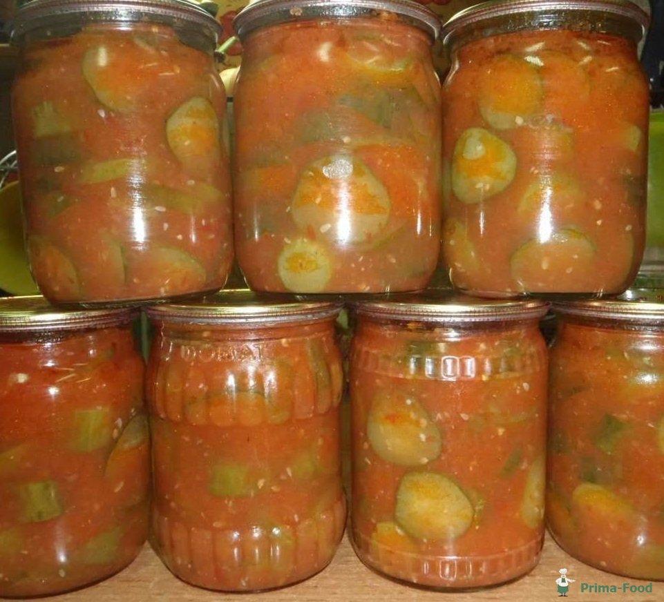 Лучше разделить сразу на 2 части (и огурцы и томатную заливку), и делать эту заготовку на зиму в 2 этапа, иначе огурцы врядли уместятся в кастрюле.
