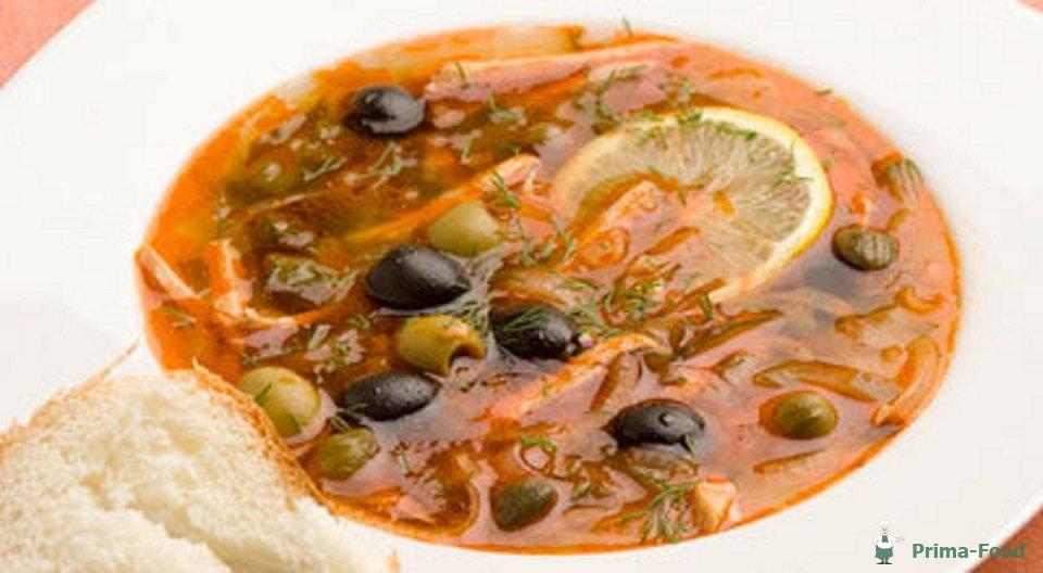 Солянка с копчеными ребрышками и колбасой рецепт